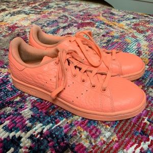 Adidas peach/orange Stan Smith leather sneakers